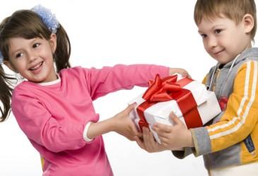 Boy_Giving_Gift_to_Girl_H
