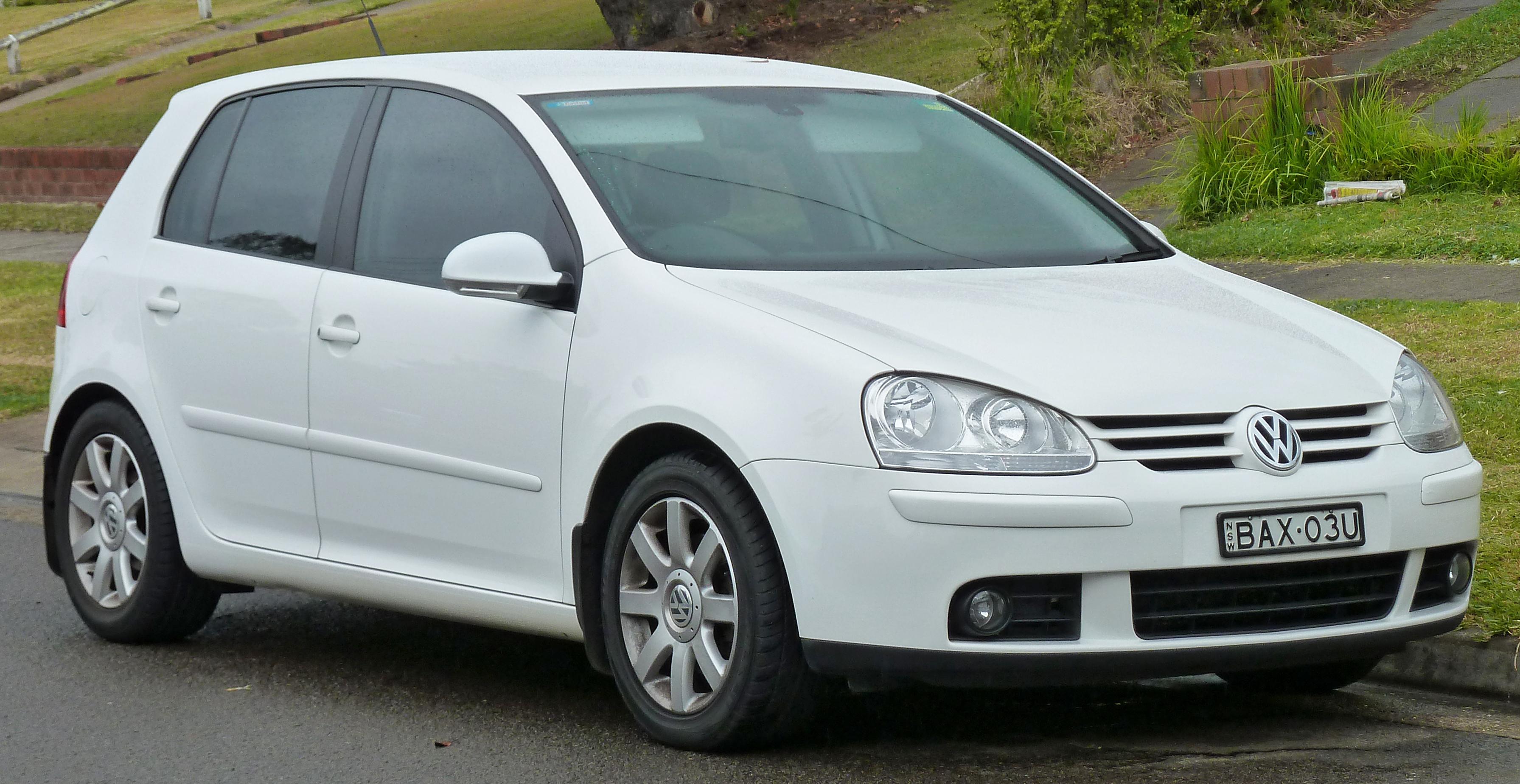 2004-2007_Volkswagen_Golf_(1K)_Sportline_2.0_TDI_5-door_hatchback_01