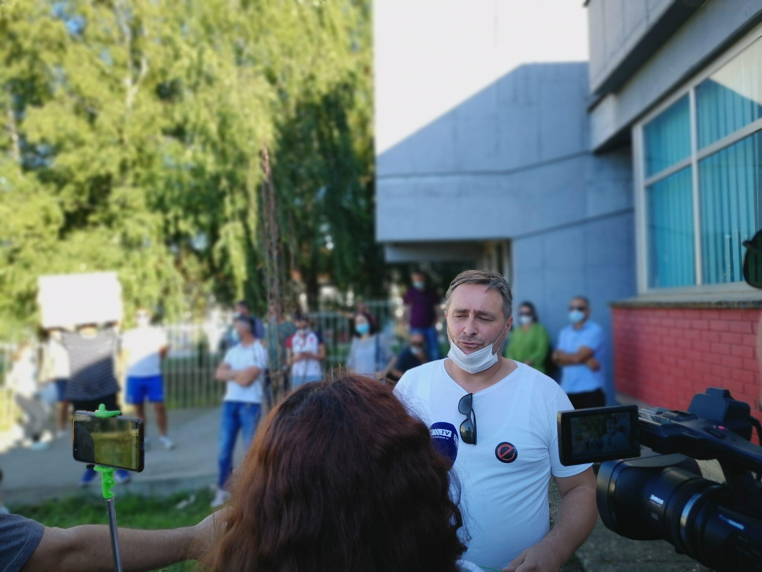 -novi-protesti-ispred-opste-bolnice-novi-pazar-(foto)