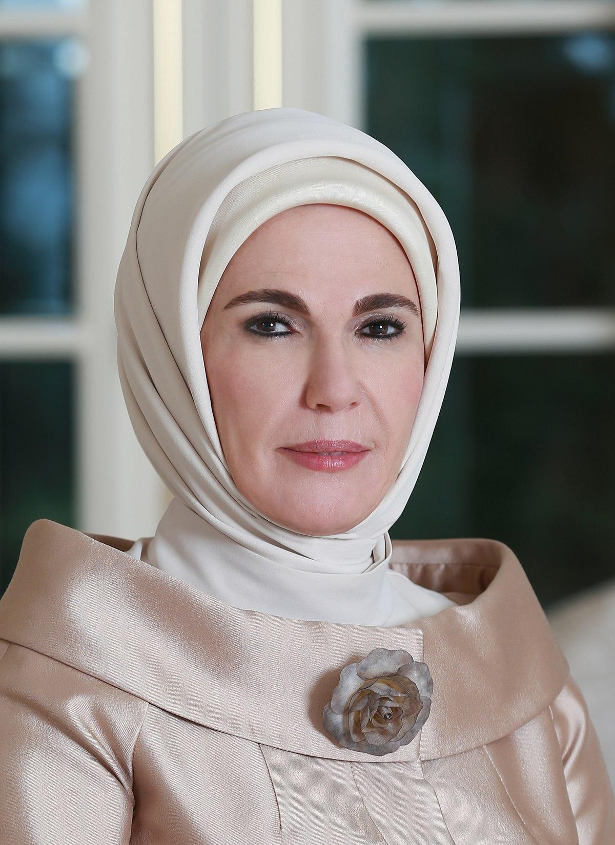 -erdoganova-supruga-medju-10-najuticajnijih-muslimana-u-svetu