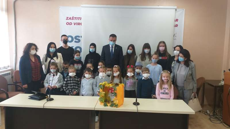 u-okviru-djecije-nedjelje-gradonacelnik-ugostio-djecu-novog-pazara