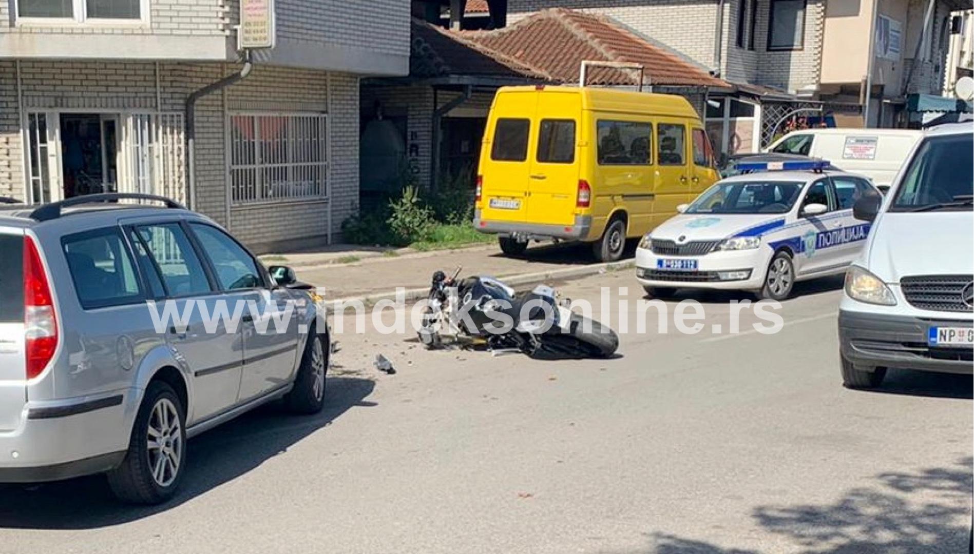 udes-automobila-i-motora-na-jaliji:-jedno-lice-povredjeno-(foto)