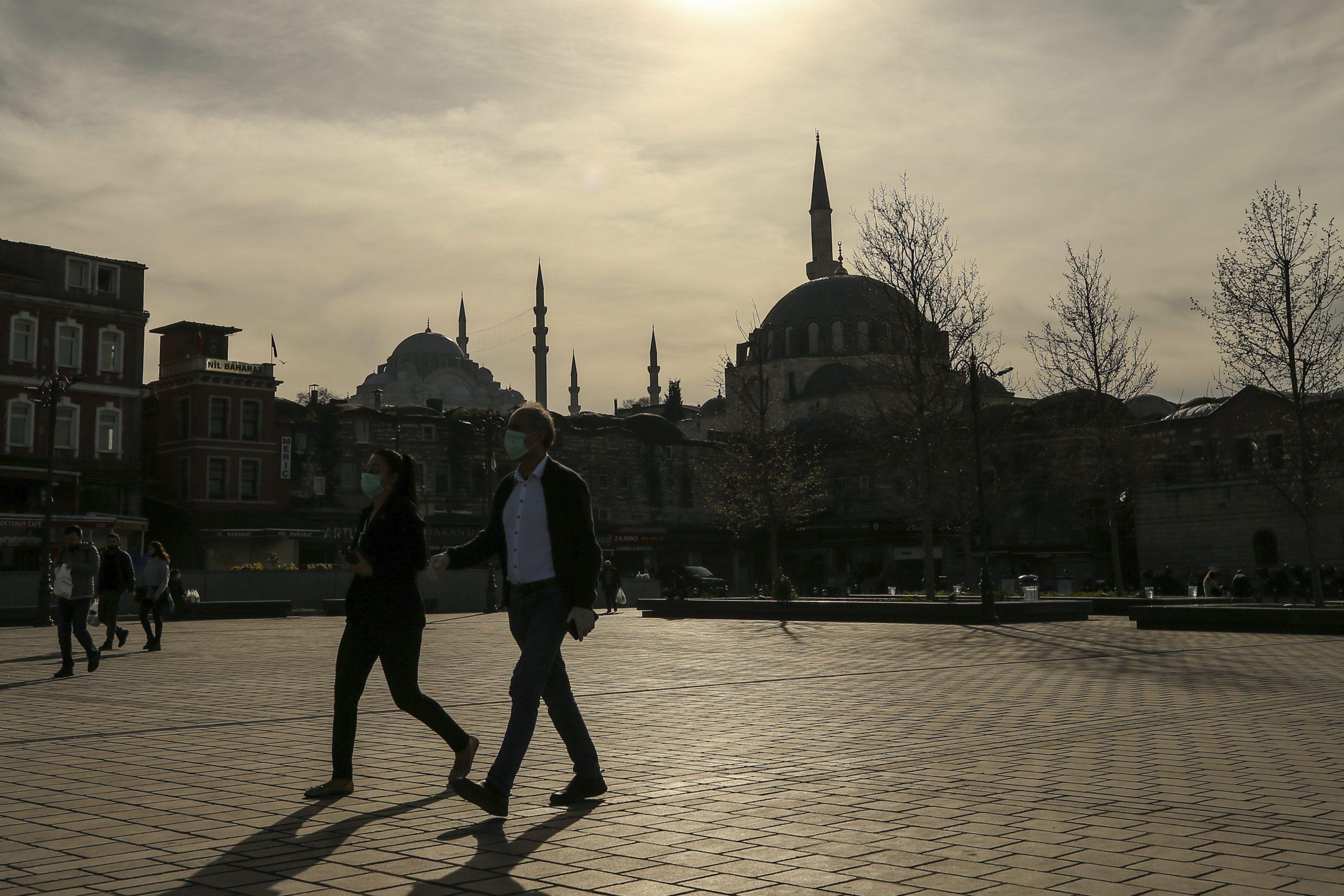 turska:-umrle-44-osobe-nakon-konzumacije-laznog-alkohola