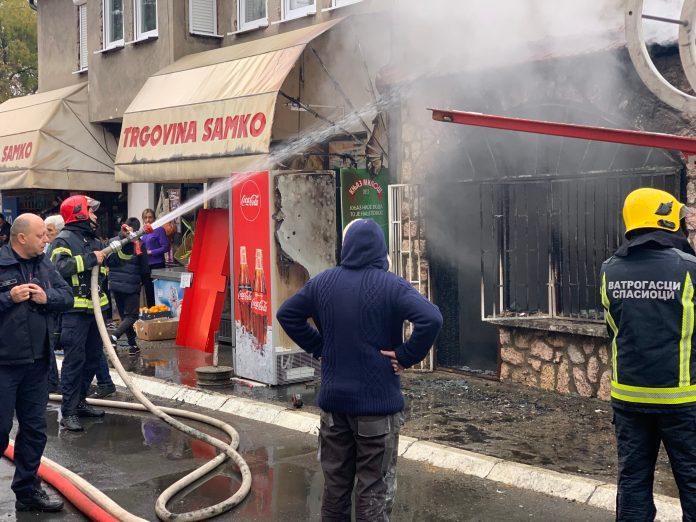 pozar-u-novom-pazaru:-izgoreo-lokal-(foto)