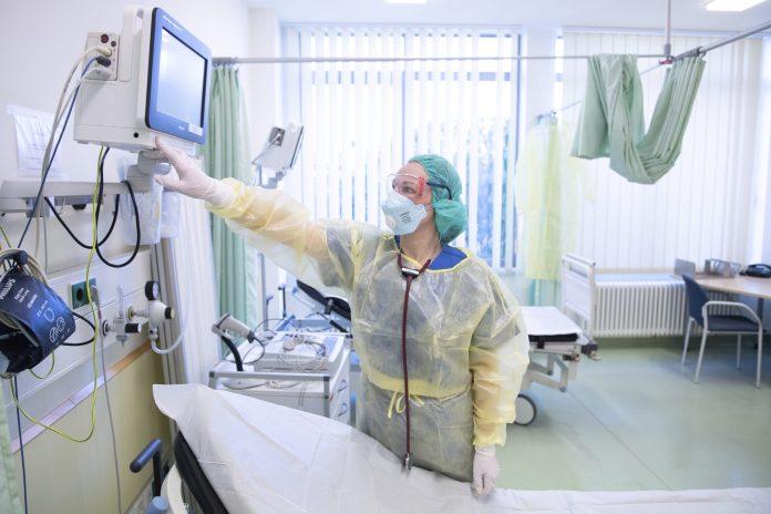 u-srbiji-zarazeno-jos-3.499-osoba,-preminulo-17-pacijenata