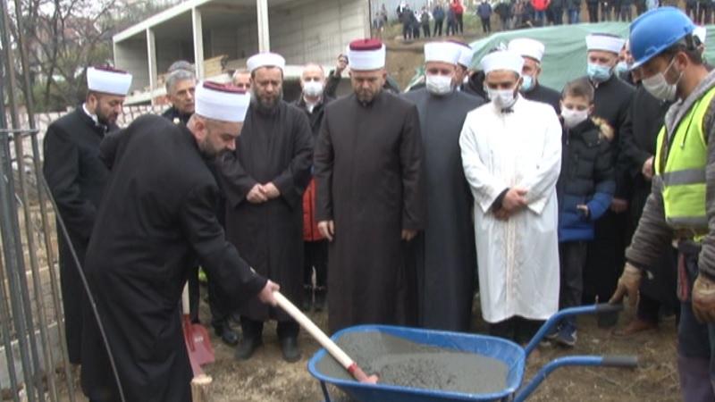 postavljen-kamen-temeljac-za-izgradnju-dzamije-i-islamskog-centra
