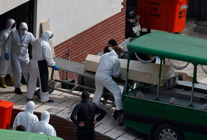u-turskoj-vise-od-30.000-novozarazenih,-umrlo-skoro-200-pacijenata