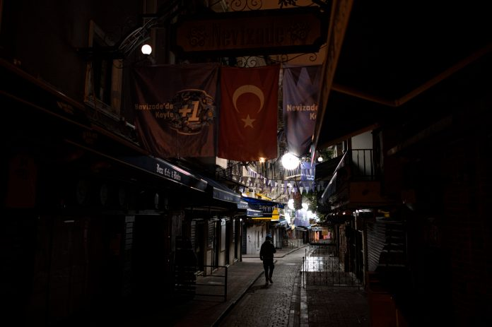 u-turskoj-rekordna-203-smrtna-slucaja,-32.137-novozarazenih