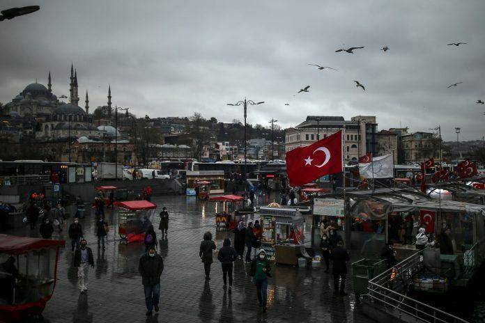 rekordnih-246-preminulih-u-turskoj,-26.410-novih-slucajeva