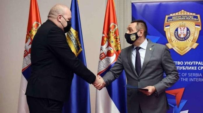 nagradjen-hrabri-novopazarski-policajac-ivan-milojevic