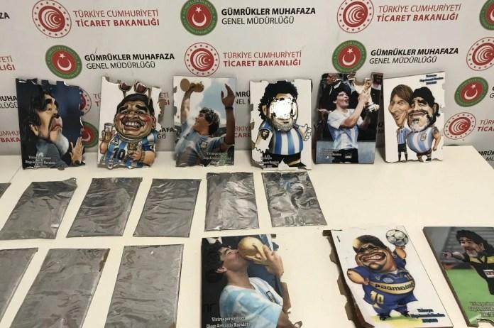 turska:-hrvat-krijumcario-2,5-kg-kokaina-u-slikama-maradone