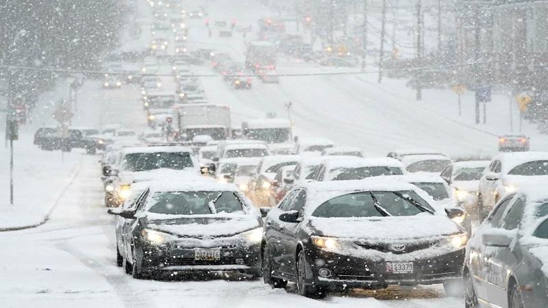 zbog-snega-velika-opasnost-na-putevima:-evo-gde-ga-ima-najvise,-zimske-gume-su-obavezne!