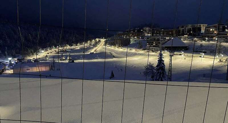 zimska-idila-na-bjelasnici:-prvo-nocno-skijanje-u-novoj-sezoni