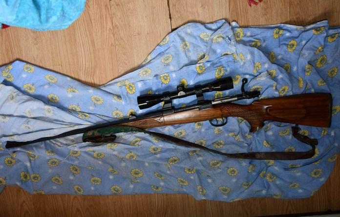 uhapsen-sa-arsenalom-oruzja-u-porodicnoj-kuci