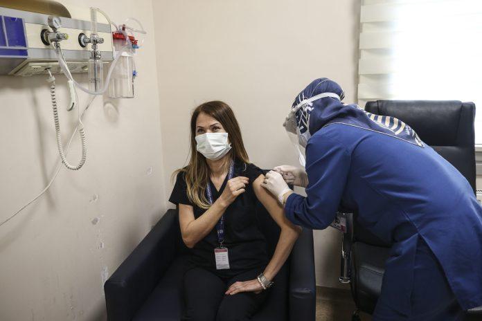 u-turskoj-vakcinisano-vise-od-pola-miliona-ljudi-za-dva-dana
