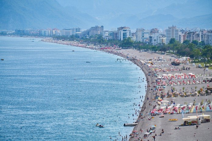 turska-uprkos-pandemiji-privukla-12,7-miliona-turista-u-2020.-godini