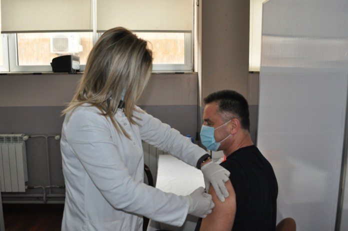 gradonacelnik-bisevac-primio-vakcinu-protiv-korone