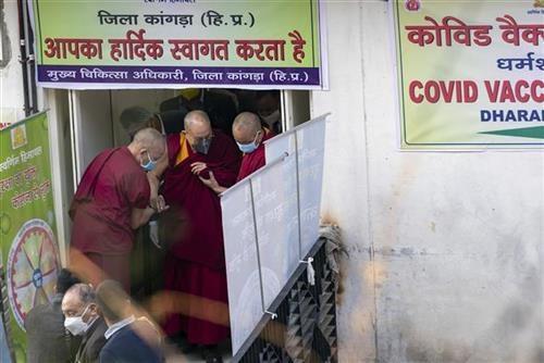 dalaj-lama-primio-prvu-dozu-vakcine-protiv-kovid-19