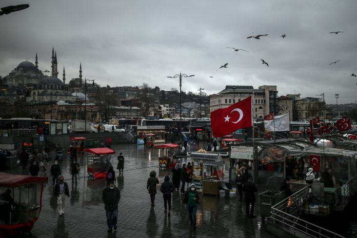 turska:-raste-broj-inficiranih-kovidom,-istanbul-vrlo-rizican