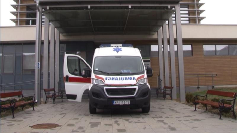 opsta-bolnica-novi-pazar-dobila-jos-jedno-sanitetsko-vozilo