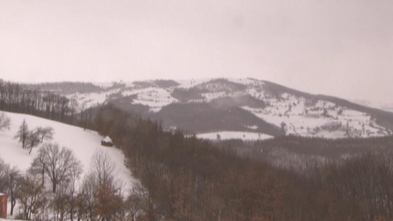 sela-i-dalje-pod-snegom