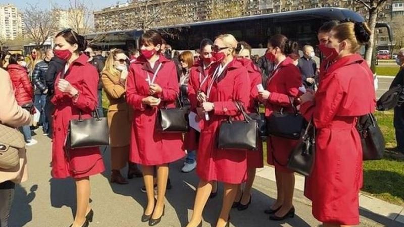 oglasile-se-albanske-stjuardese:-evo-sta-su-rekle-nakon-vakcinacije-u-beogradu