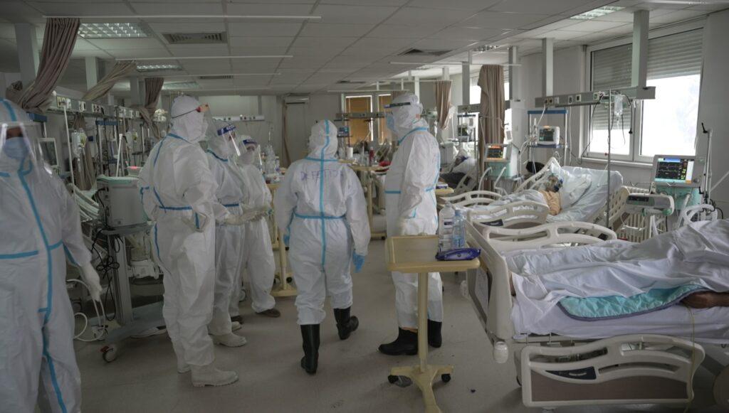 u-srbiji-raste-broj-preminulih-od-korone,-novoinficirano-jos-3.889-osoba