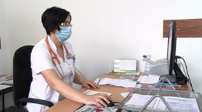 dr.-omerovic:-savetujem-vakcinaciju,-price-o-stetnosti-neistinite