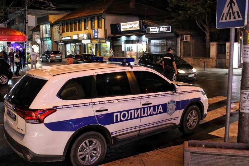 policija-na-ulicama-novog-pazara:-pojacana-kontrola-osoba-i-vozila