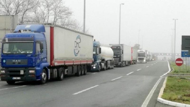 amss:-kamioni-na-granicnom-prelazu-batrovci-na-izlazu-cekaju-i-do-osam-sati