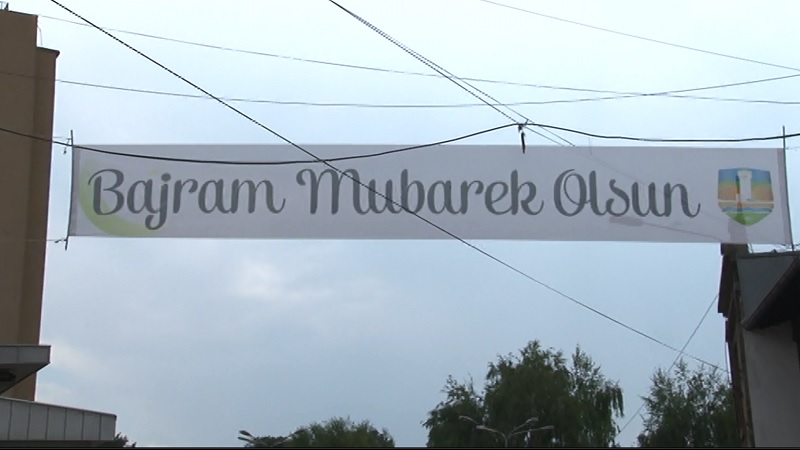 muslimani-sirom-sveta-proslavljaju-prvi-dan-ramazanskog-bajrama