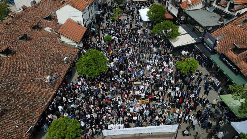 novi-pazar:-velicanstven-skup-podrske-palestini-(foto-iz-vazduha)