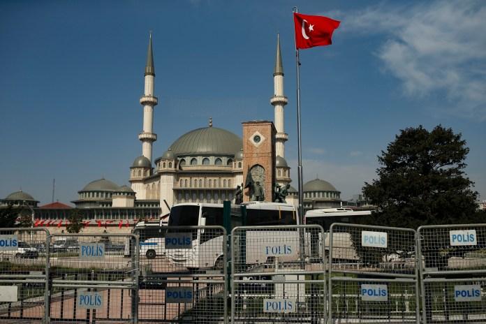 turska-ublazila-mere-ali-policijski-cas-je-i-dalje-na-snazi