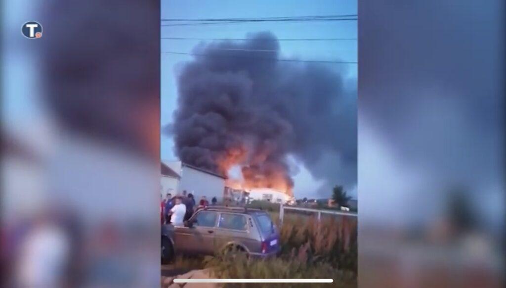 cacak:-serije-eksplozija-tokom-noci-i-jutra-na-delu-fabrike-za-skladistenje-i-cuvanje-municije-(video)