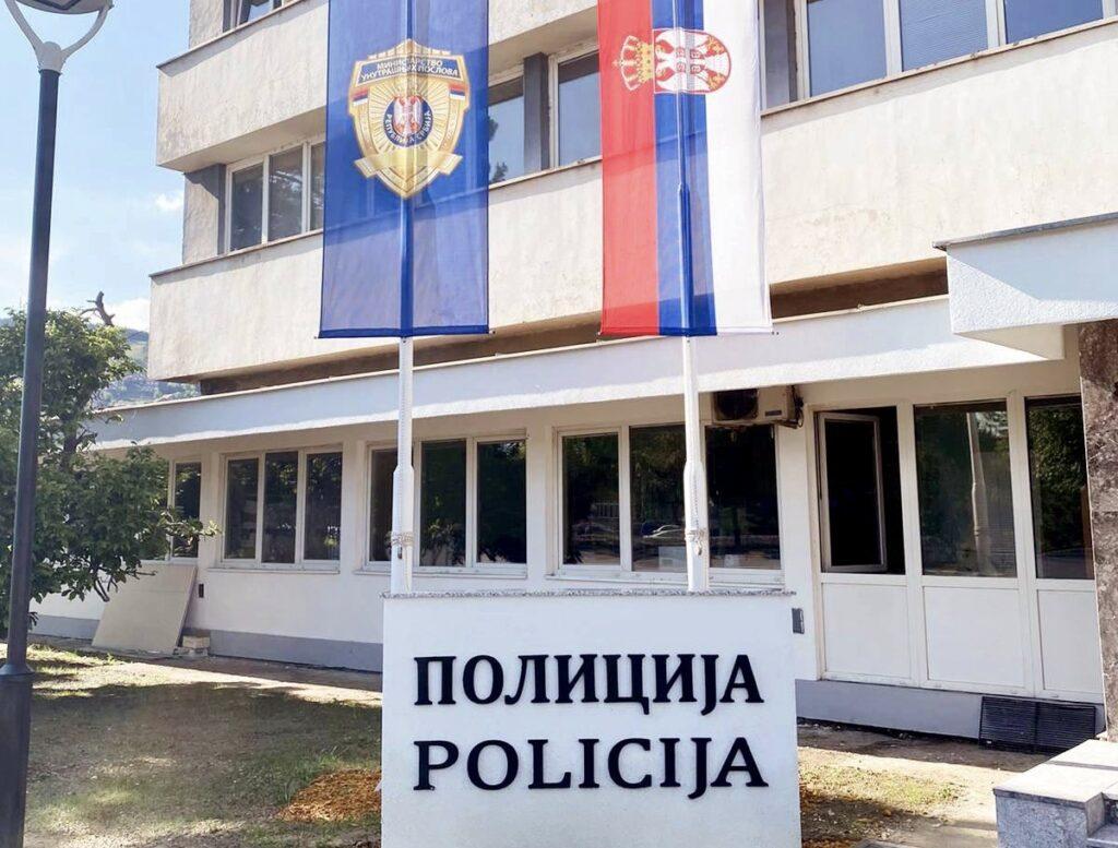 natpisi-na-zgradi-policijske-uprave-u-novom-pazaru-i-na-latinici