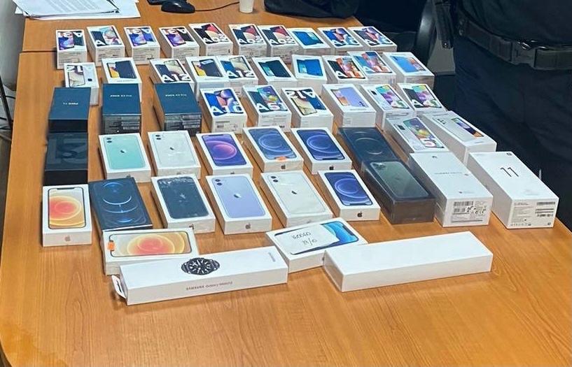 kosovski-carinici-zaplenili-mobilne-telefone-vredne-preko-14.000-evra