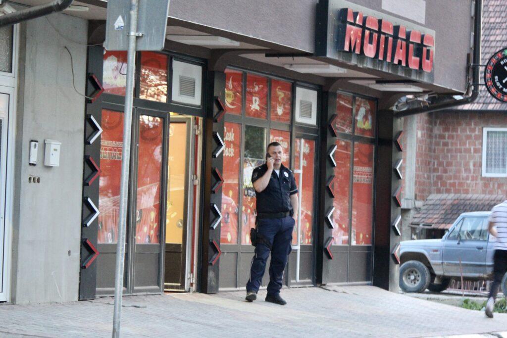 akcija-policije-u-novom-pazaru!-zatvorene-kockarnice,-oduzeta-veca-kolicina-tehnike-i-novca-(foto)