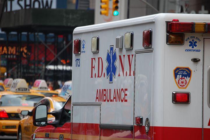 njujork:-majka-bacila-dvoje-male-dece-kroz-prozor-i-skocila-za-njima