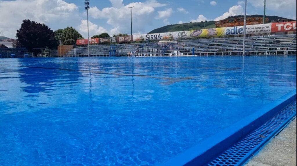 sutra-krece-sezona-kupanja-na-gradskom-bazenu