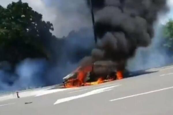 automobil-potpuno-izgoreo-na-auto-putu-milos-veliki