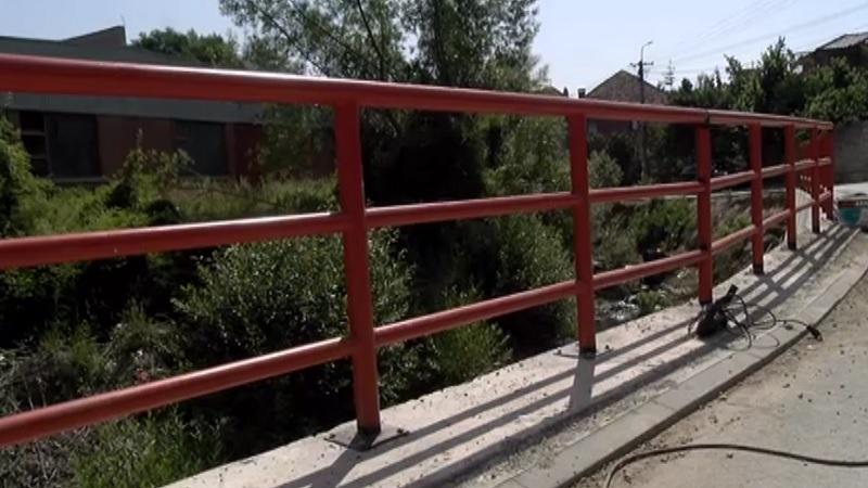 postavljanje-zastitne-ograde-u-ulici-narodnog-fronta