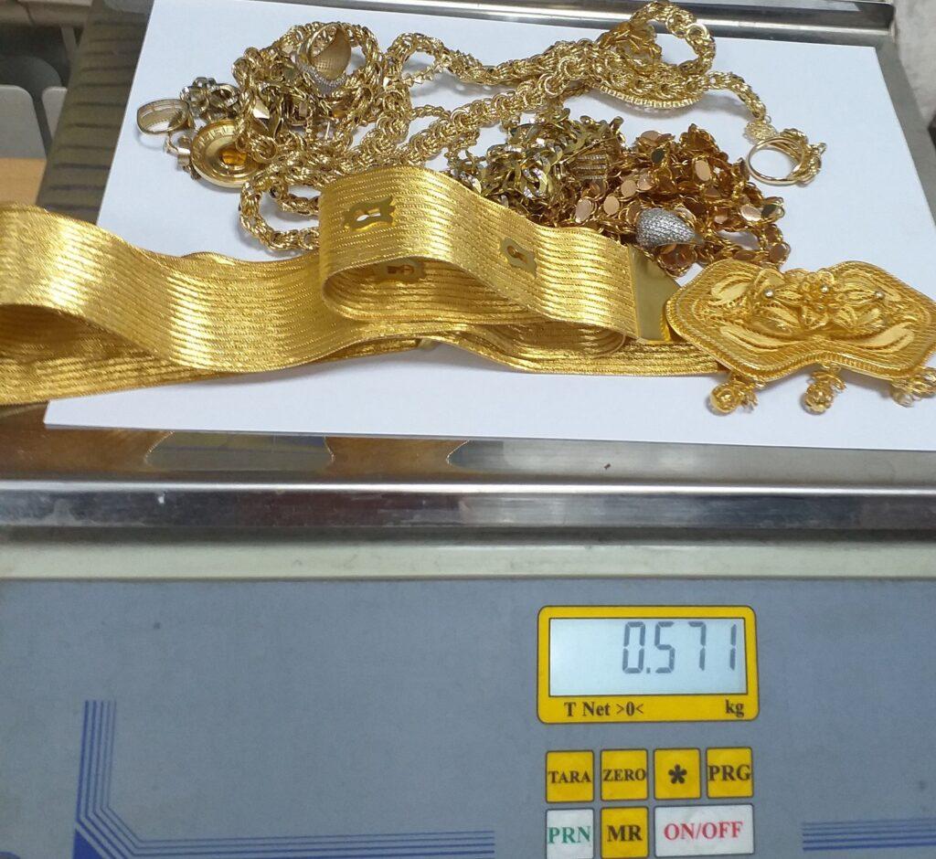 u-mercedesu-pronadjeno-skoro-600-grama-zlata-i-gasni-pistolj