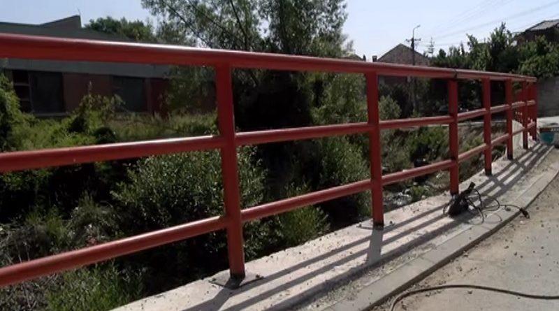 novi-pazar:-postavljanje-zastitne-ograde-u-ulici-narodnog-fronta