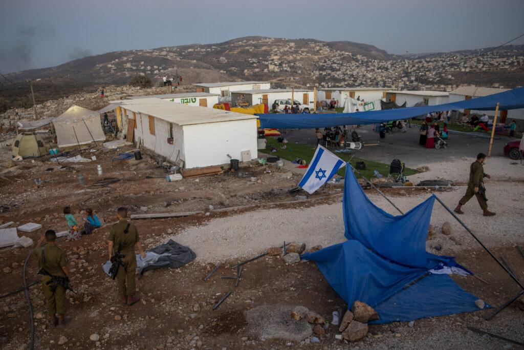 jevrejski-naseljenici-upali-u-palestinsko-selo-u-pratnji-vojske-i-upucali-mladica-(20)-u-grudi