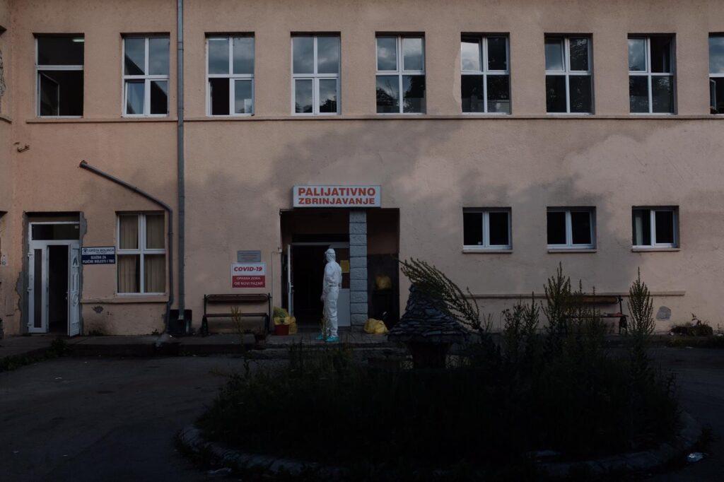 dejan-zujovic:-u-srbiji-je-od-kovida-19-preminulo-najmanje-20.000-ljudi