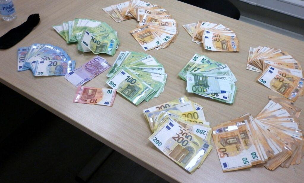 zaplenjeno-34.000-evra-sakrivenih-u-carapama