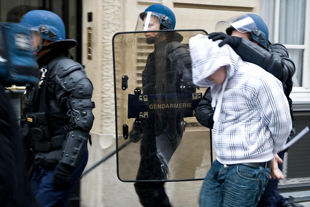 uhapsen-crnogorac!-iz-zlatare-odneo-nakit-vredan-3-miliona-evra-i-pobegao-na-trotinetu