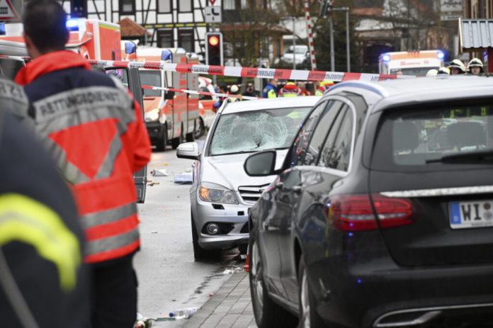 berlin:-pucnjava-na-parkingu-prodavnice,-cetvoro-povredjeno