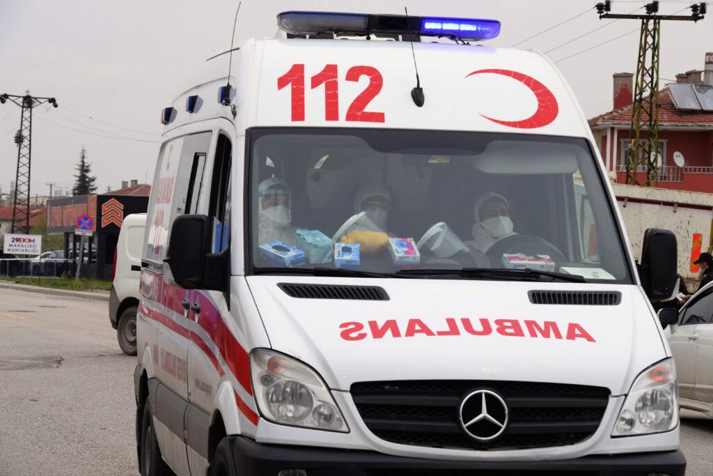 stravicna-nesreca-u-turskoj:-u-sudaru-autobusa-i-kamiona-poginulo-najmanje-devet-osoba,-30-povredjeno