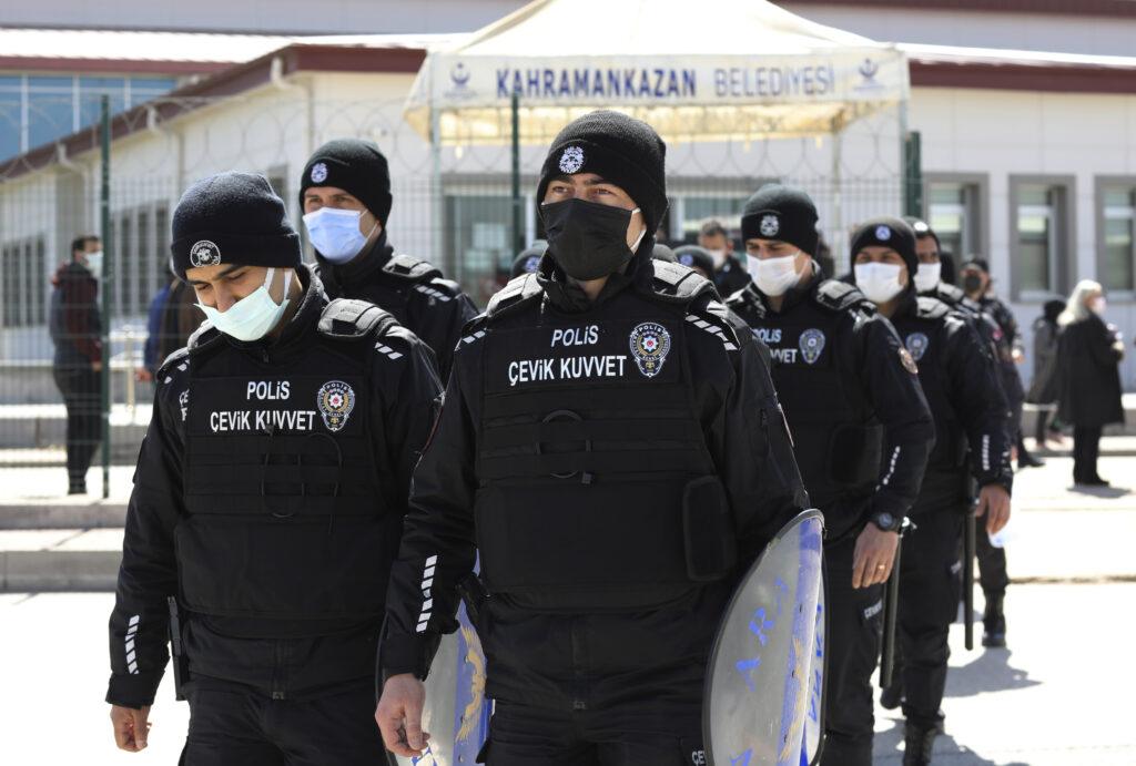 turska:-nalog-za-hapsenje-82-osobe,-mahom-pripadnika-vojske